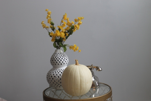 pumpkins,plus,fall,autumn,decorating ideas,white pumpkin,home decor,living room,pebble grey by glidden